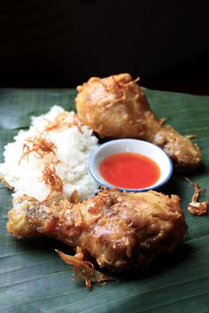 Thai-Style Fried Chicken - Gai Tod by Leela Punyaratabandhu, author of Simple Thai Food: Classic Recipes from the Thai Home Kitchen Thai Cooking, Asian Cooking, Cooking Recipes, Thai Recipes, Asian Recipes, Fried Chicken Drumsticks, Chicken Wings, Laos Food, Fried Chicken Recipes