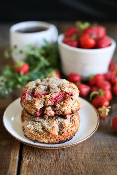 These paleo strawberry scones are just like the scones from your favourite neighbourhood bakery - crumbly and fragrant, & studded with little berry pieces. Best Paleo Recipes, Paleo Chicken Recipes, Clean Recipes, Organic Recipes, Paleo Dessert, Dessert Recipes, Strawberry Scones, Strawberry Recipes, Healthy Scones
