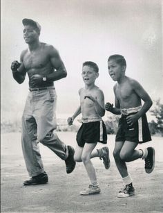 Floyd Patterson trains for his upcoming bout with Hurricane Jackson, by jogging with Ray Pollero (center) and Robert La Part (both Greenwood Lake NY June Floyd Patterson, Boxing Images, Greenwood Lake, Sport Boxing, Boxing History, Boxing Champions, George Foreman, Figure Reference, Sport Icon