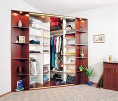 Угловой шкаф-купе для спальни, гостиной, детской и прихожей. Встроенная мебель в интерьере малогабаритной квартиры.