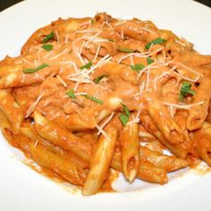 Penne+alla+Vodka+with+Prosciutto+and+Peas+@keyingredient+#cheese+#tomatoes+#italian