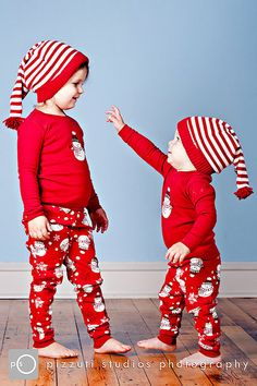 photo idea for my cutesys Christmas Look, Kids Christmas Outfits, Newborn Christmas, Christmas Pajamas, Family Christmas, Christmas Clothing, Christmas Pictures, Toddler Outfits, Baby Boy Outfits