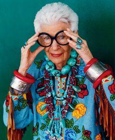 Pourquoi devenir trop sérieux en avançant en âge ? / Iris Apfel, 90ans, porte si bien son prénom !