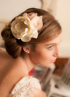 """Bibi / Ornement de cheveux mariée rétro """"Marie"""" avec fleurs faites -main brodées de dentelle"""