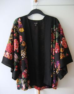 Love this beautiful Kimono...perfect for Autumn with black skinny jeans and dressed up with heels or down with red pumps...
