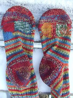 darn it all by knitting iris.a bit like sashiko love it! Crochet Socks, Knitting Socks, Hand Knitting, Knitting Patterns, Knit Crochet, Knitting Projects, Crochet Projects, Inchies, Patches