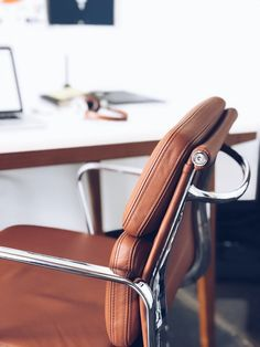 11 Alarming Interior Pictures Closeup Photography Of Brown Leather Chair Near White Table states Best Ergonomic Office Chair, Best Office Chair, Office Chairs, Desk Office, Office Setup, Office Images, Office Pictures, Brown Leather Chairs, Web Design
