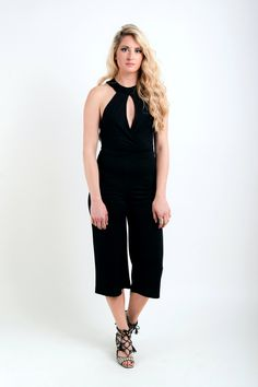 d984a09c9a2d Ολόσωμη ζιπ-κιλότ με ανοιχτή πλάτη και δαντέλα! Μοντέρνα και σέξυ επιλογή.  39€ — at Kendal Clothing.