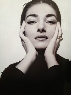 Maria Callas, La Divina, was obsessed about expressing emotional truth through music. It was her style (beyond her voice) which revolutionized the world of opera. Maria Callas, Divas, Photoshoot Images, Photoshoot Inspiration, Cecil Beaton, Opera Singers, Vintage Beauty, Style Icons, Ideias Fashion