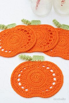 Crochet Pumpkin Coasters by Anabelia Craft Design Pumpkin crochet coasters, Anabelia craft design Crochet Pumpkin Coasters by Anabelia Craft Design - so cute, I am going to make some bunting with this. Yes, Halloween is just around the corner! Crochet Placemats, Crochet Potholders, Crochet Motif, Free Crochet, Crochet Fall Coasters, Crochet Hot Pads, Ravelry Crochet, Crochet Kitchen, Crochet Home