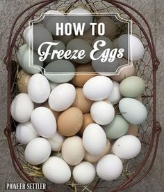Awesome homesteading ideas & hacks on how to preserve & freeze eggs. | http://pioneersettler.com/how-to-freeze-eggs/