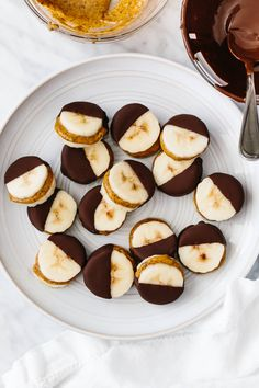 Banana Com Chocolate, Frozen Chocolate, Chocolate Recipes, Chocolate Butter, Healthy Sweet Treats, Yummy Treats, Yummy Food, Healthy Food, Healthy Baking