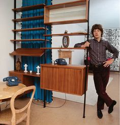 At home with the Jaggers… The Rolling Stones Mick Jagger demonstrating the latest in home decor solutions Mid Century Decor, Mid Century House, Mid Century Furniture, Mid Century Design, Mick Jagger, The Rolling Stones, Celebrity Houses, Tattoo Studio, Vintage Furniture