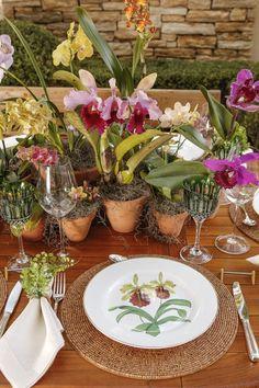 num jardim de orquídeas, com louça Orquídeas, da Matisse