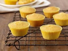 These are now my go-to cornbread muffins! -- Honey Cornbread Muffins recipe from Patrick and Gina Neely via Food Network Honey Cornbread, Cornbread Muffins, Corn Muffins, Jalapeno Cornbread, Skillet Cornbread, Lemon Muffins, Mini Muffins, Granola, Cupcakes