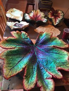 Cement rheubarb leaf hand painted by Barbara - Salvabrani Cement Art, Metal Garden Art, Concrete Art, Concrete Garden, Concrete Crafts, Concrete Projects, Garden Crafts, Garden Projects, Painted Leaves