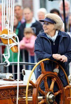 FOTO'S Prinses Beatrix achter het roer Prive  Telegraaf.nl