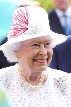 zimbio:  British State Visit to Germany, June 25, 2015-Queen Elizabeth