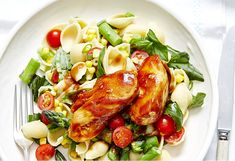 A fast dinner to ease up all that midweek madness, the kids will love this one – honey chicken with a side pasta salad of corn, tomatoes and asparagus.