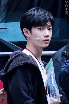안형섭 (Ahn Hyeongseop) Lee Euiwoong, Guan Lin, Produce 101 Season 2, Yuehua Entertainment, Bangor, 3 In One, Best Memories, Luhan, Handsome Boys