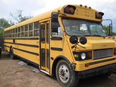 Not sure of the year, make & model of this bus, to me it looks like an early Thomas Vista, its the first time Ive seen one of these, if you know please comment! Old School Bus, New School Year, School Buses, Nice Bus, Bus Conversion, Vintage School, Busses, Adventure, Yellow