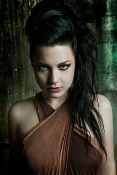 <3 Amy Lee is literally my musical role model. If someday I could possibly match her level of talent, my life would become complete.