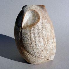 Chouette de Christian Pradier, sculpteur céramiste d'art, œuvre d'art céramique unique faite par la main de l'artiste