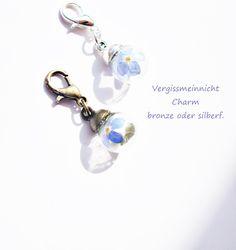 Blütenschmuck - Vergissmeinnicht Charm mini echte Blüten - ein Designerstück von flowerring bei DaWanda