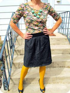 Floral shirt + Bright tights | http://prettylifeanonymous.blogspot.com | #Florals #Tights #Brights #Outfit