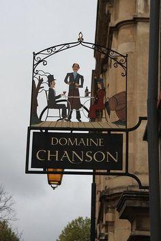 Enseigne 'Domaine Chanson' Beaune - France.