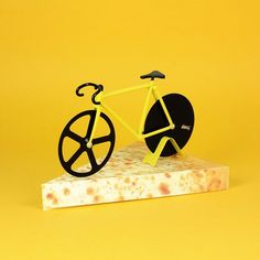 Bicicleta cortadora de pizza! http://www.cosasderegalo.com/products/cortador-de-pizza-con-forma-de-fixie