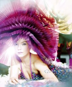 Bjork + Photo: Erez Sabag