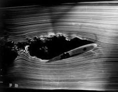 Air-flow-around-an-airfoil-wing-in-a-wind-tunnel.jpeg (300×235)