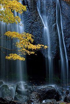 Tatsuzawafudo Falls, Fukushima, Japan 達沢不動滝