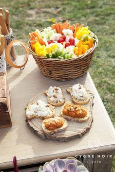 hippie chic wedding ideas - Wedding Home Brunch Buffet, Party Buffet, Hippie Chic Weddings, Hippie Party, Gypsy Party, Best Brunch Recipes, Brunch Wedding, Wedding Reception, Bbq Party