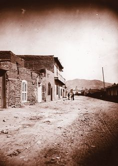 The reporter for the Las Vegas Gazette would have interviewed Billy the Kid and Dave Rudabaugh in the six-cell county jail on Water Street in Santa Fe. Old West Outlaws, Police News, Travel New Mexico, Pioneer Day, Tintype Photos, Billy The Kids, County Jail, Old Newspaper, Stories For Kids