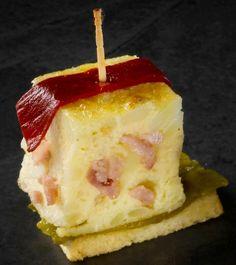 Canapé de tortilla  de patata york-queso