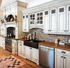 cuisine champetre - Recherche Google Deco Champetre, Small Kitchen Storage, First Kitchen, Kitchen Hardware, Living Room Decor, Sweet Home, Kitchen Cabinets, Flooring, Genre