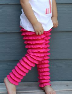 ruffle tights - oh my, these are so cute...I'm thinking: cut out the two legs pieces, and ruffle across before sewing together?