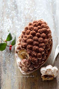 Tiramisù con Pandoro Ricetta.  Il Tiramisù con Pandoro o Panettone è un dolce al cucchiaio buonissimo e super veloce! Il dessert perfetto per riciclare gli avanzi di pandoro o di panettone a Natale, ma anche per realizzare con semplicità e gusto un Dessert da leccarsi i baffi!