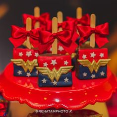 #brownienopalito personalizado #mulhermaravilha #festamulhermaravilha #instacake #artcake . Wonder Woman Birthday, Wonder Woman Party, Birthday Woman, 6th Birthday Parties, 50th Birthday, Birthday Celebration, Superhero Theme Party, Childrens Party, Birthday Invitations