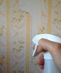 Utilisez du vinaigre blanc pour décoller le papier peint / Préparez un mélange de moitié vinaigre blanc et moitié d'eau dans une bassine. Trempez votre éponge dans le mélange pour mouiller le papier-peint. Vous pouvez aussi utiliser un spray. Laissez agir pendant 5 min et commencez à gratter. Le papier-peint devrait s'enlever facilement. Source : Comment-Economiser.fr   http://www.comment-economiser.fr/utilisations-vinaigre-blanc-inconnus.html