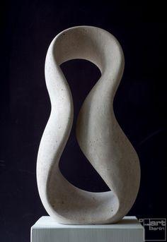 Giro, frontal, aus Travertin, Stein Skulptur von Bildhauer Klaus W. Rieck http://www.weartberlin.de/klaus-w-rieck-giro.html