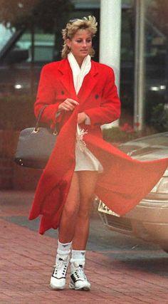 Lady D con cappotto rosso