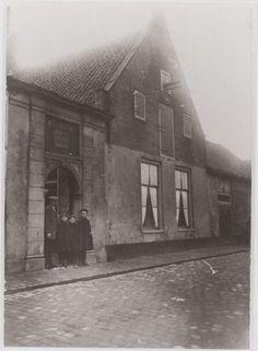 1900 Het Burgerweeshuis aan de Zuidsingel 23/25.