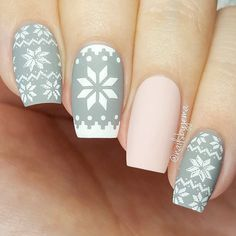Beliebtesten Matt gray nails Image 2 ❤ Gray nail art designs are much fancier than you can imagine. Grey Matte Nails, Grey Nail Art, Cool Nail Art, Grey Art, Grey Nail Designs, Christmas Nail Art Designs, Sweater Nails, Winter Nail Art, Winter Art
