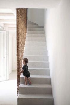 Rocksplit House, maison secondaire en Grèce par Cometa Architects - Journal du Design