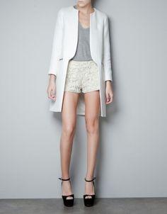 Zara, soprabito bianco - Dalla collezione di Zara cappotti Autunno 2012 soprabito modello finanziera bianco.
