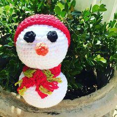 Mais um vídeo meu no ar pela TV Círculo! Um boneco de neve facinho de fazer! 🌲 ❄️ 🎅  Se fizerem, me avisem! #handmade #feitopormim #semprecirculo #crochet #crochetaddict #crochê #crocheting #snowman #amigurumi #amigurumibrasil #amigurumitoy