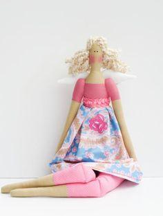 Esta bonita rosa flor muñeca de Angel es un regalo precioso en mi opinión. Una muñeca que no se puede encontrar en cualquier lugar, con un